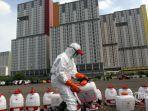 petugas-palang-merah-indonesia-pmi-menyiapkan-alat-penyemprotan-13.jpg