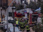 petugas-pemadam-kebakaran-bekerja-di-lokasi-ledakan-di-pusat-kota-madrid.jpg