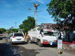 petugas-pln-memperbaiki-salah-satu-tiang-listrik-234.jpg