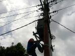 pln-periksa-tiang-listrik-di-mitra_20170216_200849.jpg