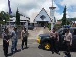 polisi-berjaga-di-depan-gereja-di-minahasa-545454.jpg