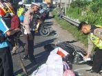 polisi-saat-melakukan-olah-tkp-di-lokasi-kecelakaan-maut-di-waru-sidoarjo-kamis-162021.jpg