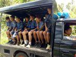 polsek-motoling-antar-pulang-anak-sekolah-gunakan-mobil-patroli.jpg