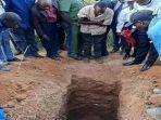 potongan-video-memperlihatkan-petugas-dan-warga-di-chidiza-zambia.jpg