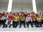potret-presiden-jokowi-dan-wakil-presiden-jusuf-kalla-bersama-para-gubernur-di-indonesia.jpg
