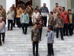 presiden-dan-wapres-berfoto-bersama-sejumlah-menteri-sebelum-acara-silaturahmi-kabinet-kerja.jpg