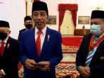 presiden-jokowi-di-istana-merdeka-saat-meberikan-penghargaan-kepada-fahri-hamzah-dan-fadli-zon.jpg