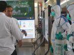 presiden-jokowi-melakukan-pemantauan-langsung-penyemprotan-cairan-desinfektan-34734.jpg
