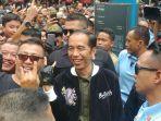 presiden-jokowi-mengenakan-jaket-bubur-ayam.jpg