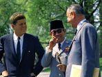 presiden-soekarno-menangis.jpg