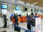 proses-check-in-penumpang-penerbangan-komersil-khusus-di-konter-batik-air.jpg