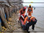 proses-evakuasi-jenazah-korban-diterkam-buaya-oleh-tim-sar-236362.jpg