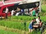 proses-evakuasi-korban-kecelakaan-bus-penumpang-yang-masuk-jurang-sedalam-15-meter.jpg