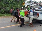 proses-evakuasi-korban-kecelakaan-di-muarojambi.jpg
