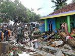 proses-evakuasi-korban-tsunami-selat-sunda-banten-lampung-minggu-23122018.jpg