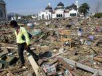 puing-puing-berserakan-setelah-tsunami-menghempas-aceh.jpg
