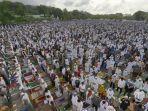 puluhan-ribu-umat-muslim-34437.jpg