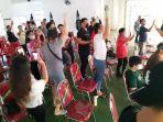 puluhan-warga-sulawesi-utara-nampak-antusias-menyaksikan-pertandingan-basketgjgj76jhgj.jpg