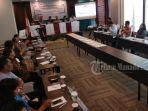 rapat-kpu-bersama-bakal-calon-anggota-dpd-ri-dapil-sulut_20180725_081542.jpg