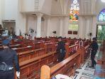 ratusan-aparat-brimob-polda-sulut-amankan-katedral-manado.jpg