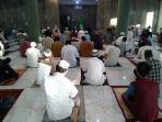 ratusan-warga-melaksanakan-shalat-idul-fitri-1441-hijriyah-di-masjid-jami-al-hidayah.jpg