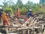 relawan-dan-warga-melakukan-evakuasi-ambruknya-bangunan-rumah-346347.jpg