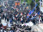 ribuan-demonstran-mengepung-gedung-grahad.jpg