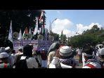 ribuan-umat-ikuti-aksi-indonesia-bebaskan-baitul-maqdis-di-monas_20180511_192352.jpg