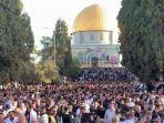 ribuan-warga-palestina-tunaikan-salat-idul-fitri-1442-hijriah-di-masjid-al-aqsa-32.jpg