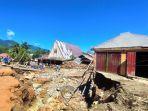 rumah-korban-banjir-yang-rusak-diterjang-banjir-di-desa-batu-merah-kabupaten-blmng-dgdfdfg.jpg