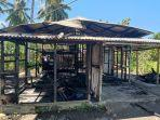 rumah-mito-mokodompit-nampak-tinggal-puing-setelah-terbakar-pada-senin-1682021.jpg