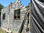 salah-satu-proyek-rtlh-di-desa-tobayagan-yang-belum-selesai.jpg