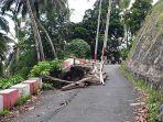 salah-satu-titik-jalan-yang-ambruk-di-wilayah-utara-sitimsel-akibat-bencana-alam.jpg