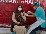 salah-seorang-asn-yang-menerima-vaksin321.jpg
