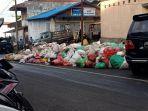 sampah-yang-tertumpuk-disekitaran-lokasi-pasar-beriman-wilken-tomohon.jpg