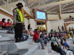 satgas-covid-19-berkeliling-di-venue-gor-voli-indoor-pon-xx-papua-2021-koya-kosoh.jpg
