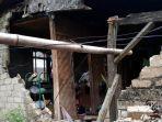 sejumlah-rumah-di-sukabumi-runtuh-akibat-gempa-selasa-1032020.jpg