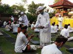 sejumlah-umat-hindu-bersambahyang-untuk-peringati-hari-raya-galungan.jpg