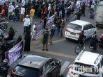 sejumlah-umat-islam-melakukan-aksi-serentak-121212.jpg