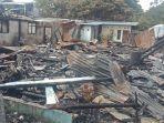 selasa-452021-sore-dirny-dan-ibunya-melihat-lihat-rumah-mereka-yang-tinggal-puing.jpg
