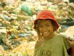 senyum-sophy-ron-semasa-kecil-masa-saat-ia-harus-memulung-sampah-dan-makan-makanan-sisa.jpg