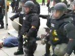 seorang-demonstran-berusia-75-tahun-tergeletak-dengan-darah-keluar.jpg