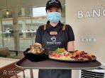 seorang-karyawan-di-bangi-cafe-kotamobagu.jpg