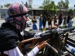 seorang-pejuang-taliban-menggunakan-senapan-mesin.jpg