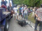 sepeda-motor-yang-terlibat-kecelakaan-dengan-mobil-l300.jpg