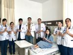 siloam-bagi-kado-ke-pasien_20180620_173125.jpg