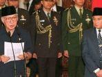 soeharto-lengser-mengundurkan-diri-pada-21-mei-19981.jpg