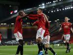striker-inggris-manchester-united-mason-greenwood-merayakan-mencetak-gol-kedua-timnya.jpg