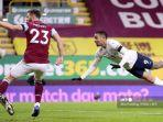 striker-manchester-city-brazil-gabriel-jesus-kanan-menyaksikan-bola-saat-ia-mencetak-gol.jpg