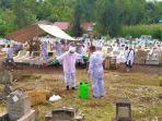 suasana-pemakaman-pasien-covid-19-di-tondano.jpg